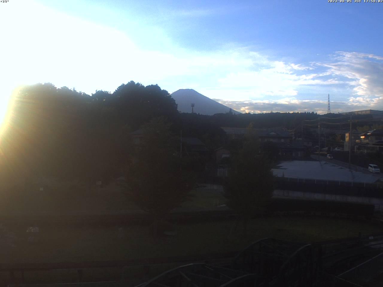 富士山ライブカメラ-裾野市日本庭園望遠