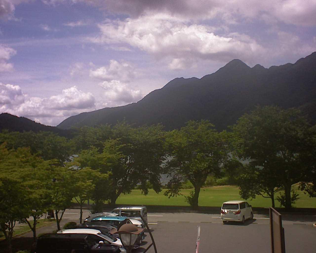 河口湖ライブカメラ(道の駅かつやま公園)